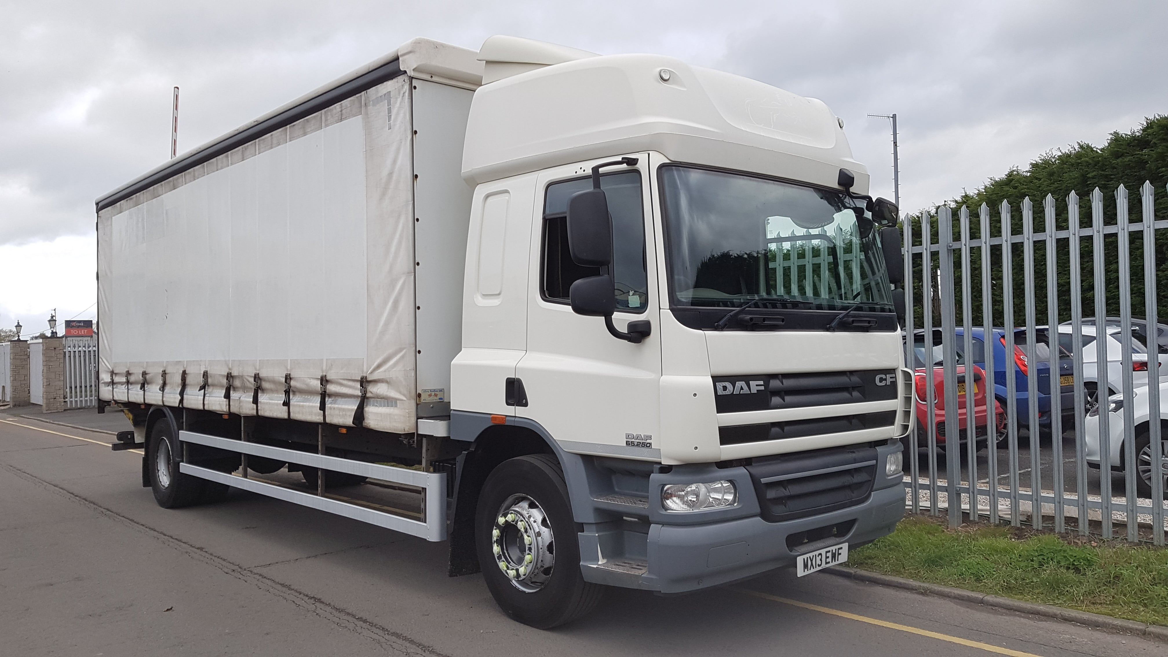 2013-daf-cf65-250-space-cab-18t-tail-lift-curtainsider-sold-20181106_123536