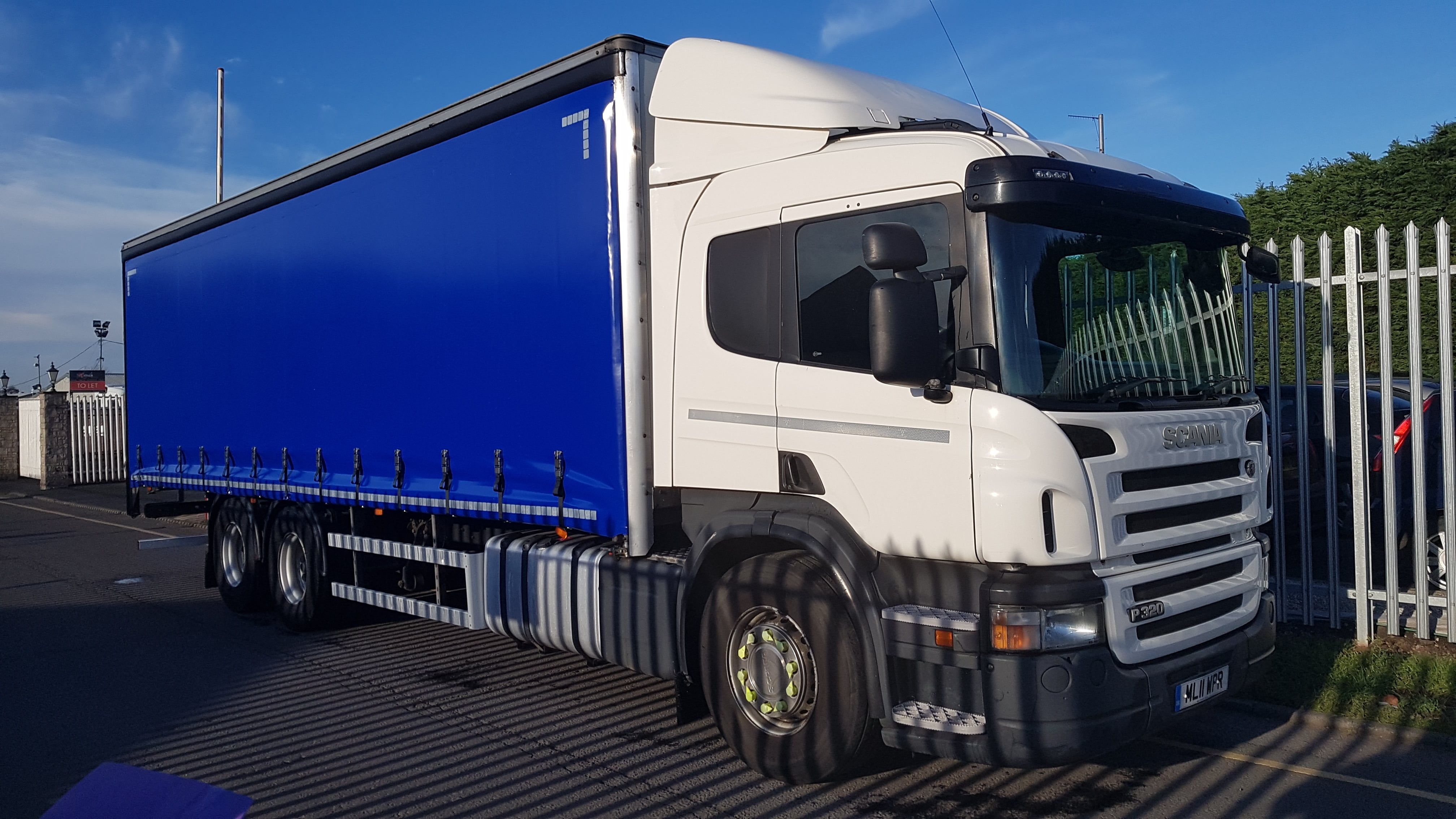 2011 (11) Scania P320. Manual, Euro 5, Sleeper Cab, 28FT Body, Barn Doors, Available as Curtainsider or Cut down to Flat, FSH.