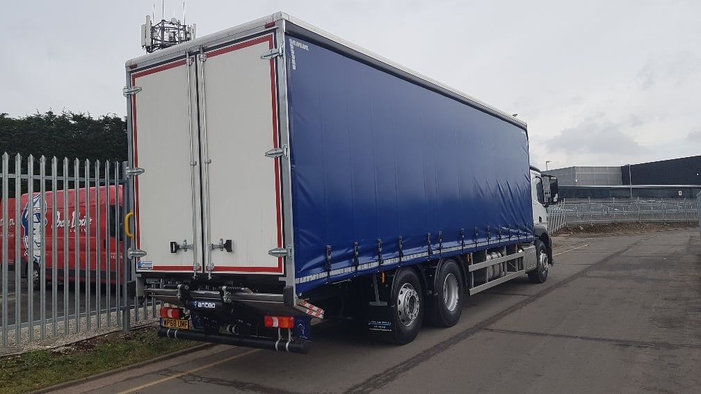 2018 (68) 2530 MERCEDES ACTROS 26T CURTAINSIDER TAIL LIFT