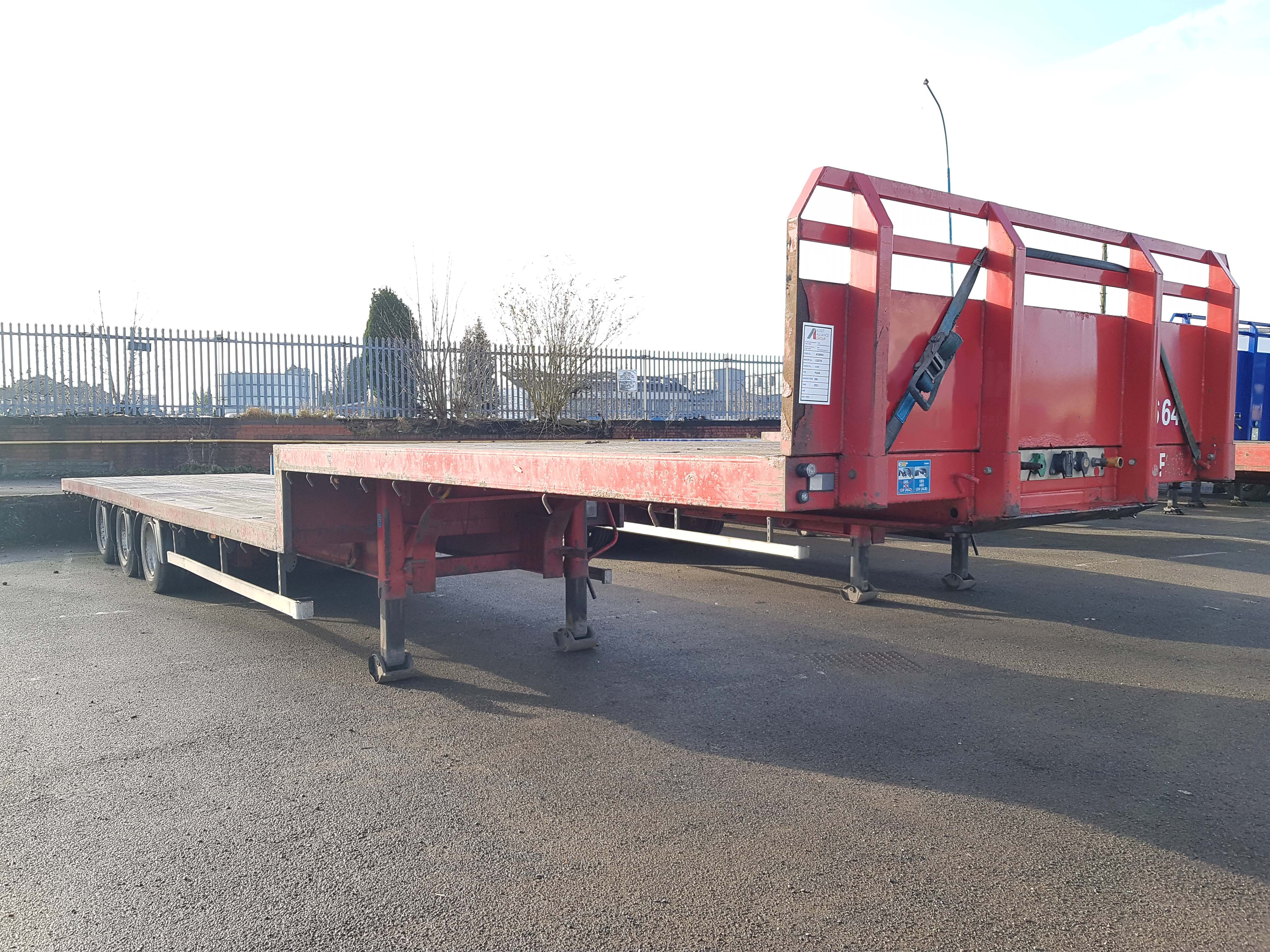 2011 SDC 13.6m Step Frame Original Build Flat Bed. BPW drum brake axles, 265/70r19.5 wheels and tyres, kerruin floor, rope hooks and lashing rings. Bed length 9.29m, neck length 4.26m, step 0.5m. Choice of 2.