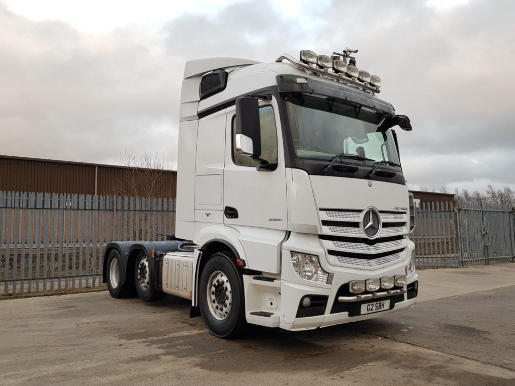 2013 Mercedes Actros 2551. Euro 5, 510bhp, tipping gear, fridge, alloys, on board weigher, fixed 5th wheel, leather seats, light bars, 448,000kms.