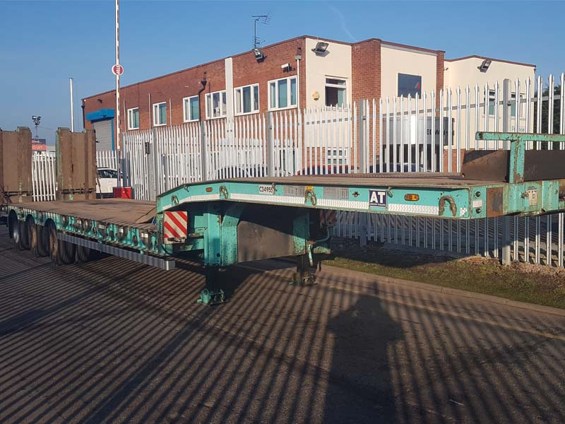 2013 Andover Low Loader. Flip toe forward facing folding ramps with side shift facility, SAF drum brake axles, outriggers and lashing rings, ramps to top neck, plated for 48 tonnes.