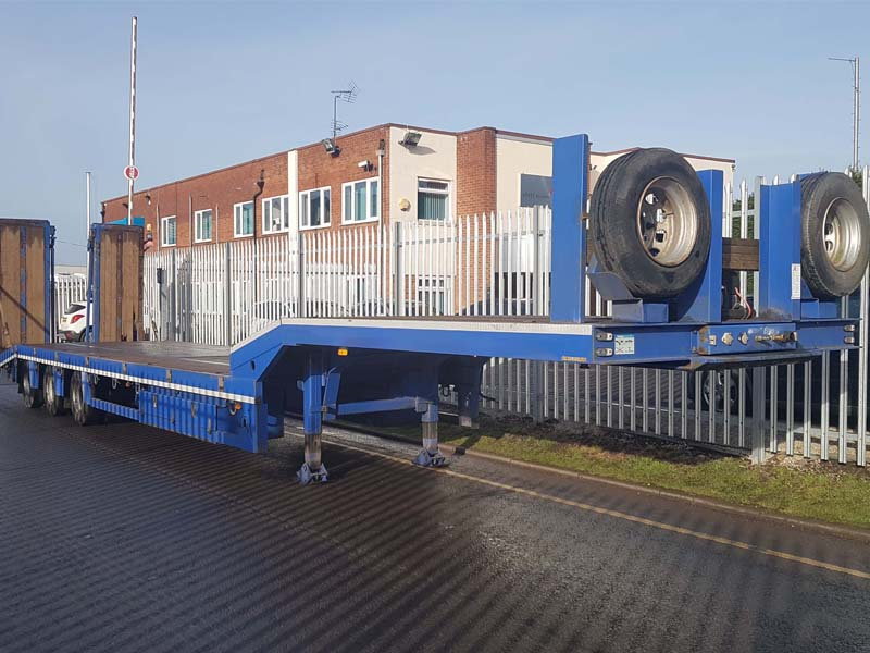 2014 Chieftan Low Loader GVW 44000kgs. Flip toe ramps, non side shift, Superwinch fitted, Centurion axles, 2 spare wheels and tyres, 18 outriggers, 14 lashing rings and 18 ferry rings, 235/75r17.5 wheels and tyres, 2 side storage compartments.
