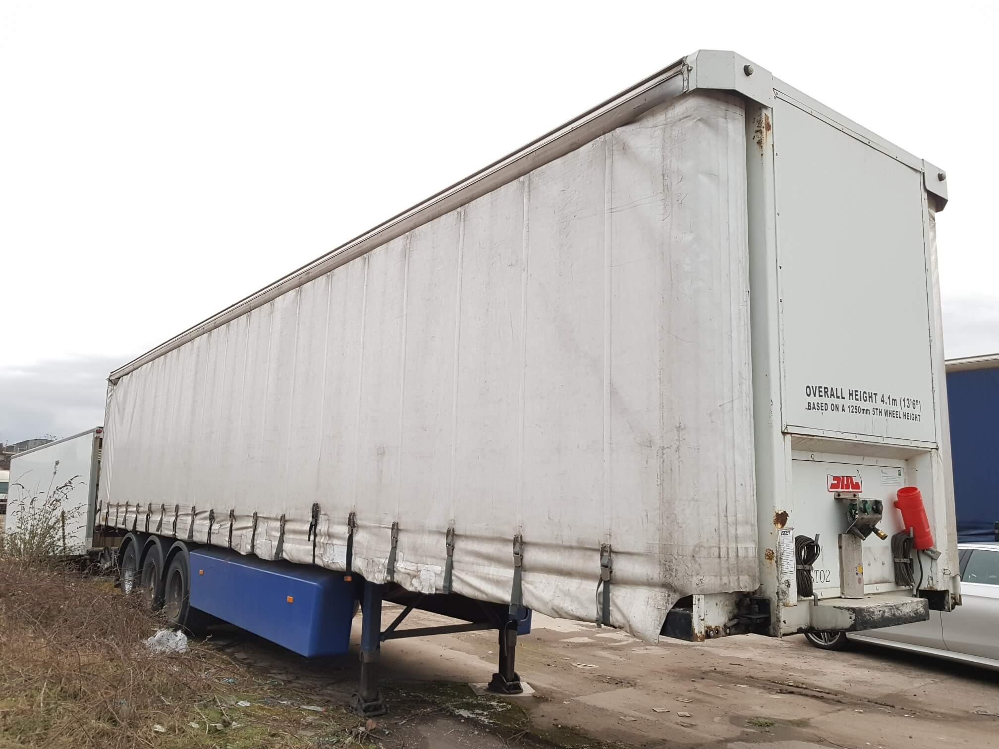 2006 SDC 4.05m tail lift curtainsider. ROR disc brake axles, 2.51m side aperture, 4 sliding side posts per side, Maxon 1500kg retractable tail lift, raise lower valve facility, Omega floor, internal straps, MOT November 2019. £3950 + VAT to take away.