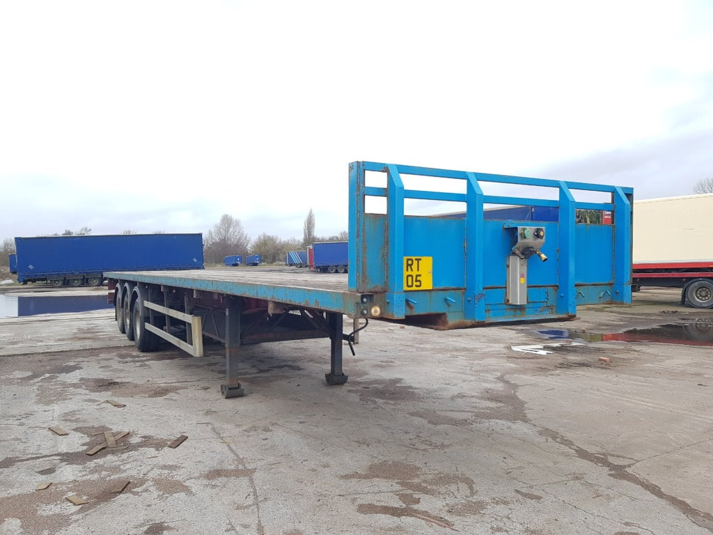 2007 13.6M SDC Heavy Duty Post & Socket Flat Bed. MOT November 2019. ROR drum brake axles, kerruin floor, 12 posts and 12 sockets, storage tray in chassis, raise lower valve facility.