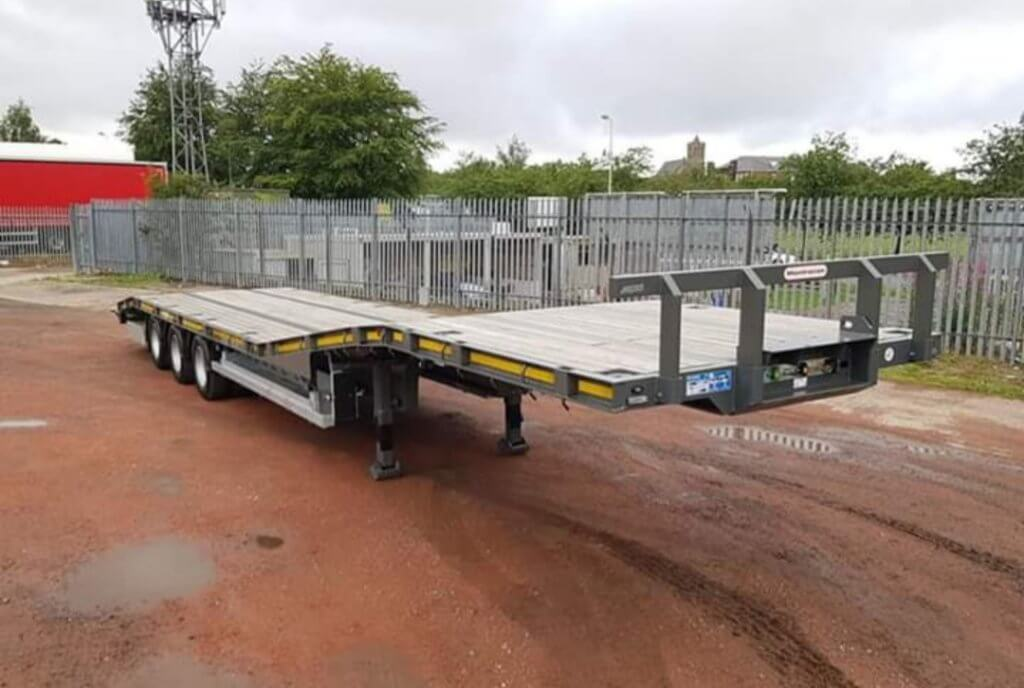2018 Montracon tri axle low loader tractor carrier. Rear clip on aluminium ramps, BPW drum brake axles, wide marker boards, raise lower facility, rear lift axle, side storage tray, 265/70r19.5 tyres.
