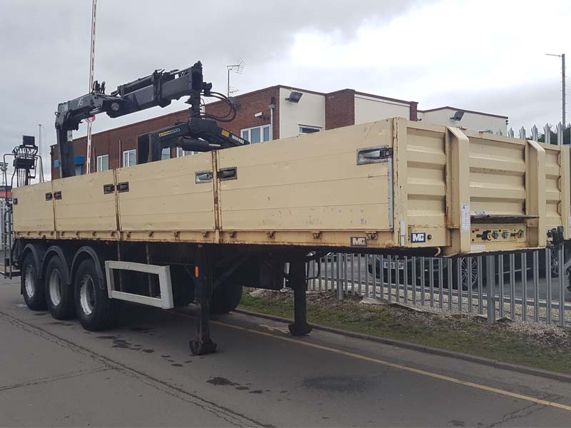 2008 M&G 34' Tri-axle Dropside Flat Bed with a Hiab 144 2 Duo Crane and a Kinshofer Block Grab. ROR drum brake axles, kerruin floor, front lift axle, raise lower valve facility, 4 aluminium drop side gates per side, MOT July 2019. Hiab 144 2 Duo crane, Kinshofer 1500kg block grab.