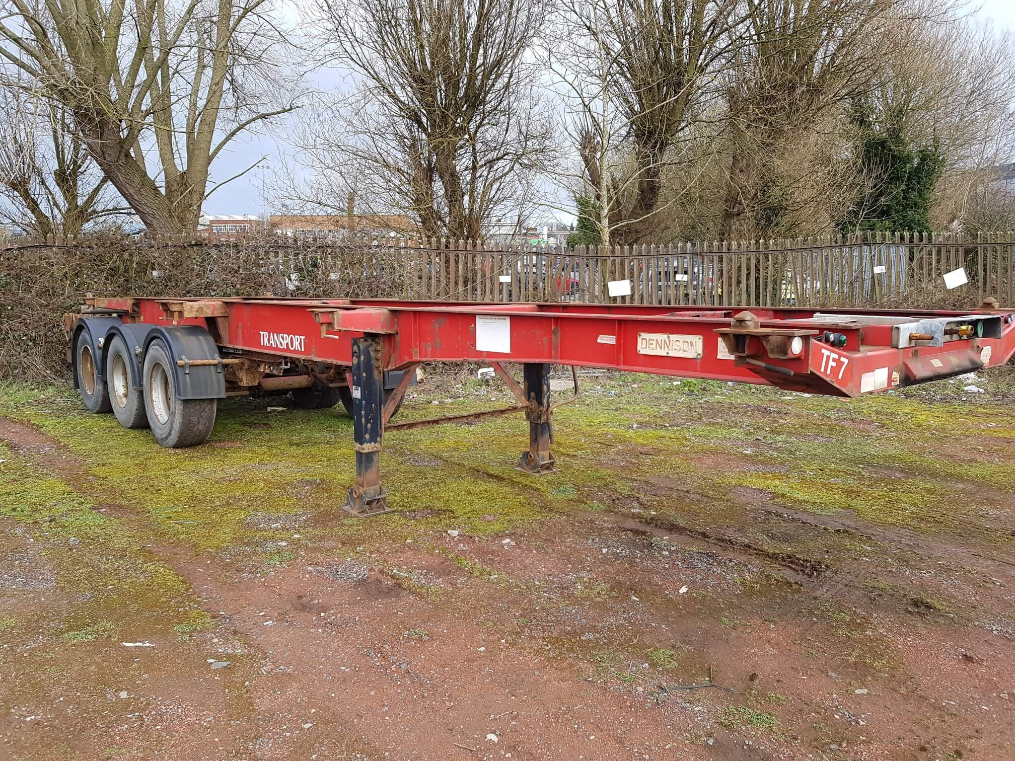 2002 Dennison 12 Lock Sliding Skeletal. ROR drum brakes, raise lower valve facility, MOT expired. £1500 + VAT to take away as seen.