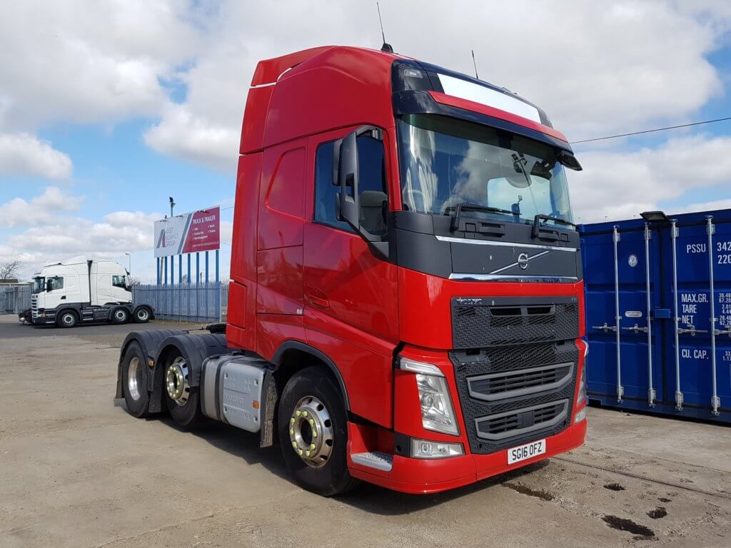 2016 Volvo Globetrotter FHGTXL 500. Euro 6, 500hp, auto box, mid lift, alloys, 4.1m wheelbase, fridge.