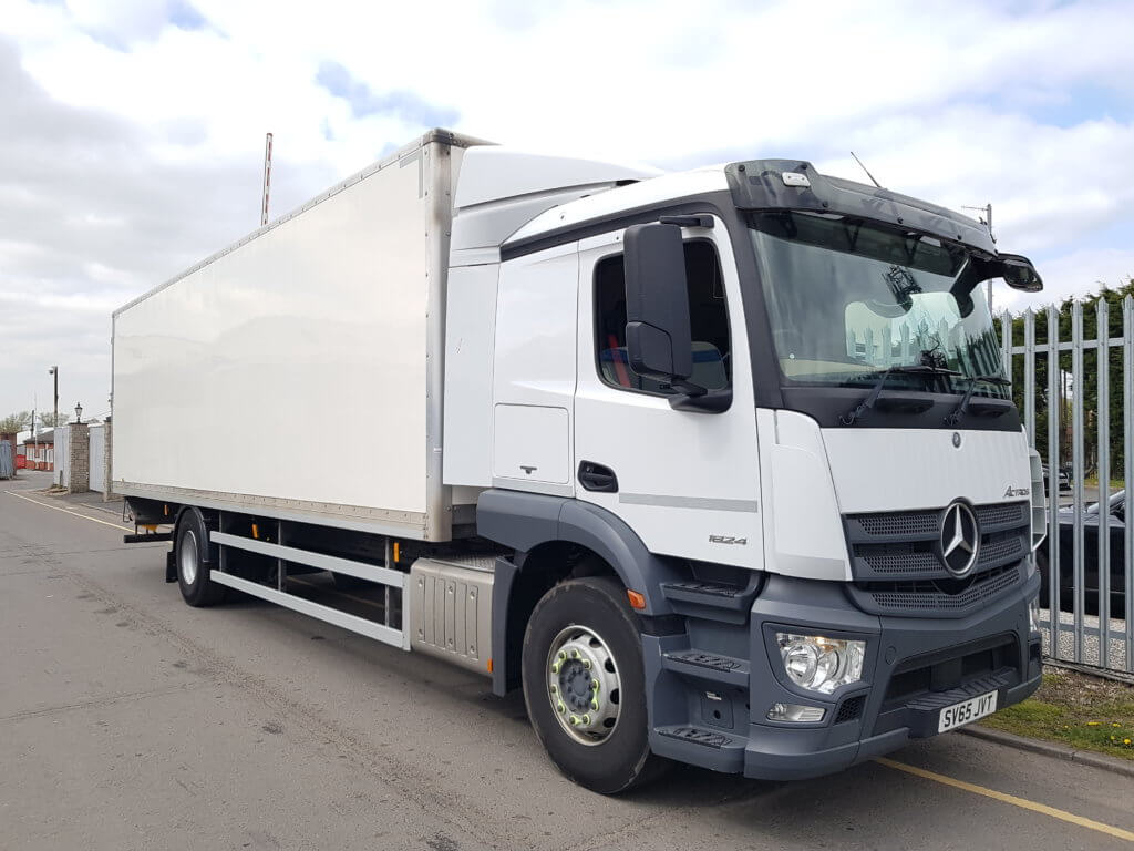 2015 (65) Mercedes Actros 1824 Box. 18 tonne, Euro 6, 240hp, auto box, sleeper, 9.12m body, barn doors 2.27m height, Anteo Tuckunder 1500kg tail lift, 224,000kms, MOT November 2019.
