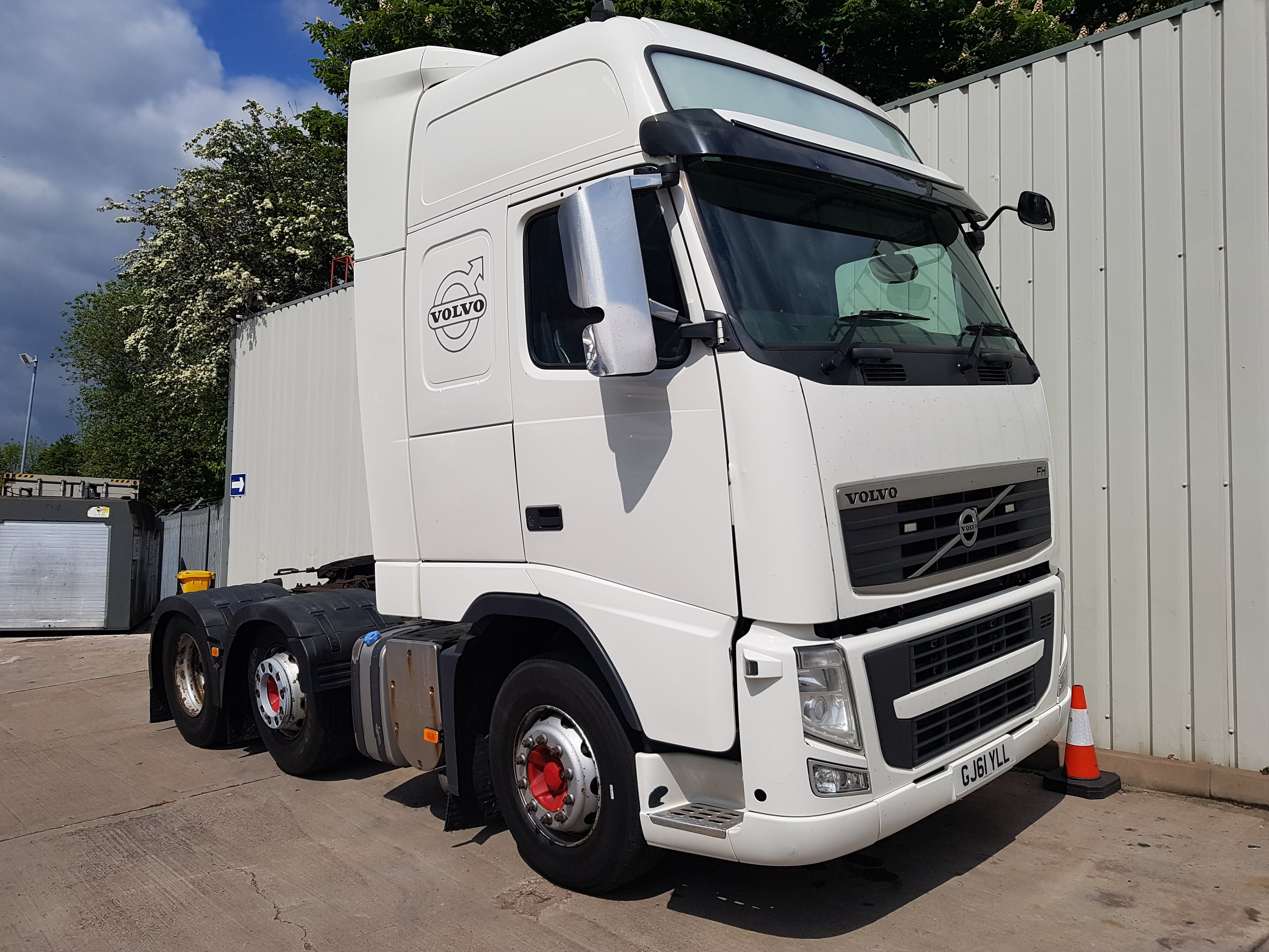 2011 Volvo FH500 GT XL 6X2 Tractor. Euro 5, 500hp, I shift auto box, twin sleeper XL Globetrotter cab, midlift, 972,000kms, MOT August 2019