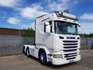2015 Scania 450 Highline. Euro 6, 450 hp, twin sleeper cab, manual gear box, retarder, stainless toolbox on chassis, colour coded wings, mirrors, steps and bumpers, rear lifting axle, Scania mats and wheel covers.