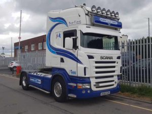 2007 Scania R500 4X2 Tractor Unit. V8, 500HP, twin sleeper Topline Cab, manual gearbox, alloy wheels, retarder, top light bar and spots, Scania Vabis light panel, air horns, independent air conditioning unit.