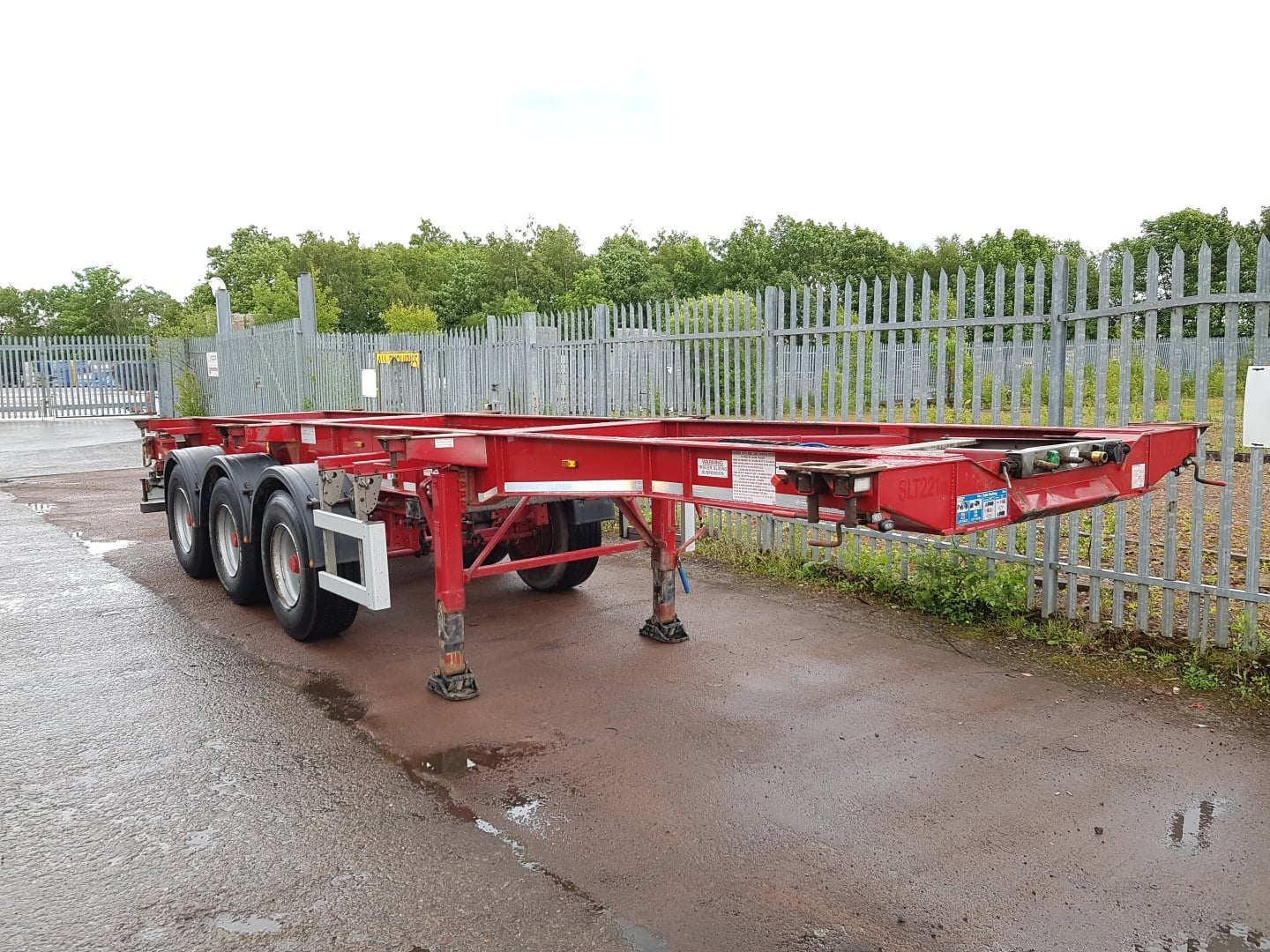 Choice of 2014 Montracon Skeletals. BPW drum brakes, 14 locks, raise lower valves, pull out front and rear sections for 45' operations.
