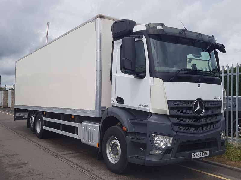 2014 (64) Mercedes Antos 2533 26T Rigid Tail Lift Box Van. 26 tonne GVW, Euro 6, 330hp, day cab, automatic gearbox, 5.8m wheelbase, 9.42m length & 2.21m high GRP box body with a 1500kg Del column tail lift, 385/65r22.5 front wheels and tyres, 298,210kms only.