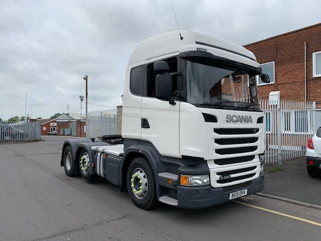 2015 Scania R450 Highline. Euro 6, 450bhp, Twin Sleeper Cab, Opticruise Gearbox, Mid-Lift, Full Aluminium in fill Catwalk area.