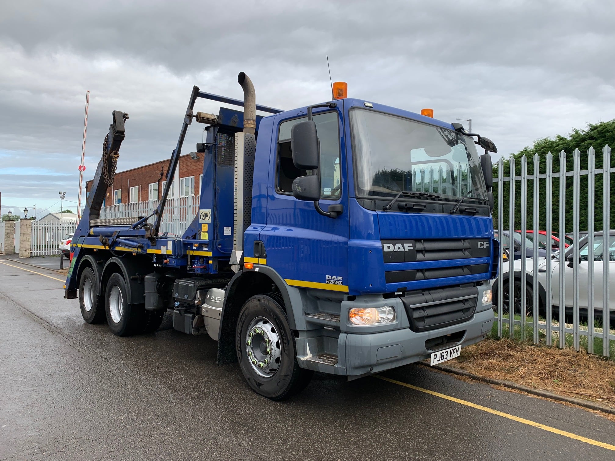 2013 Daf. 18 Tonne Skip Loader, AJK Extendable Equipment, Euro 5, 310bhp, Automatic Gearbox, Day Cab, Camera System, 316,800km, Steering Wheel Controls.