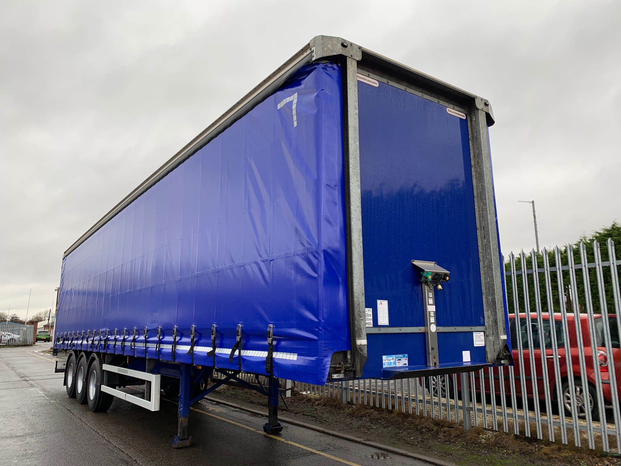 2014 Montracon Curtainsider. 4.2m External Height, 2.67m Internal Height, BPW Axles, Drum Brakes, Wisa Deck Floor, Barn Doors, 2 x Side Posts, Raise Lower Valve Facility.