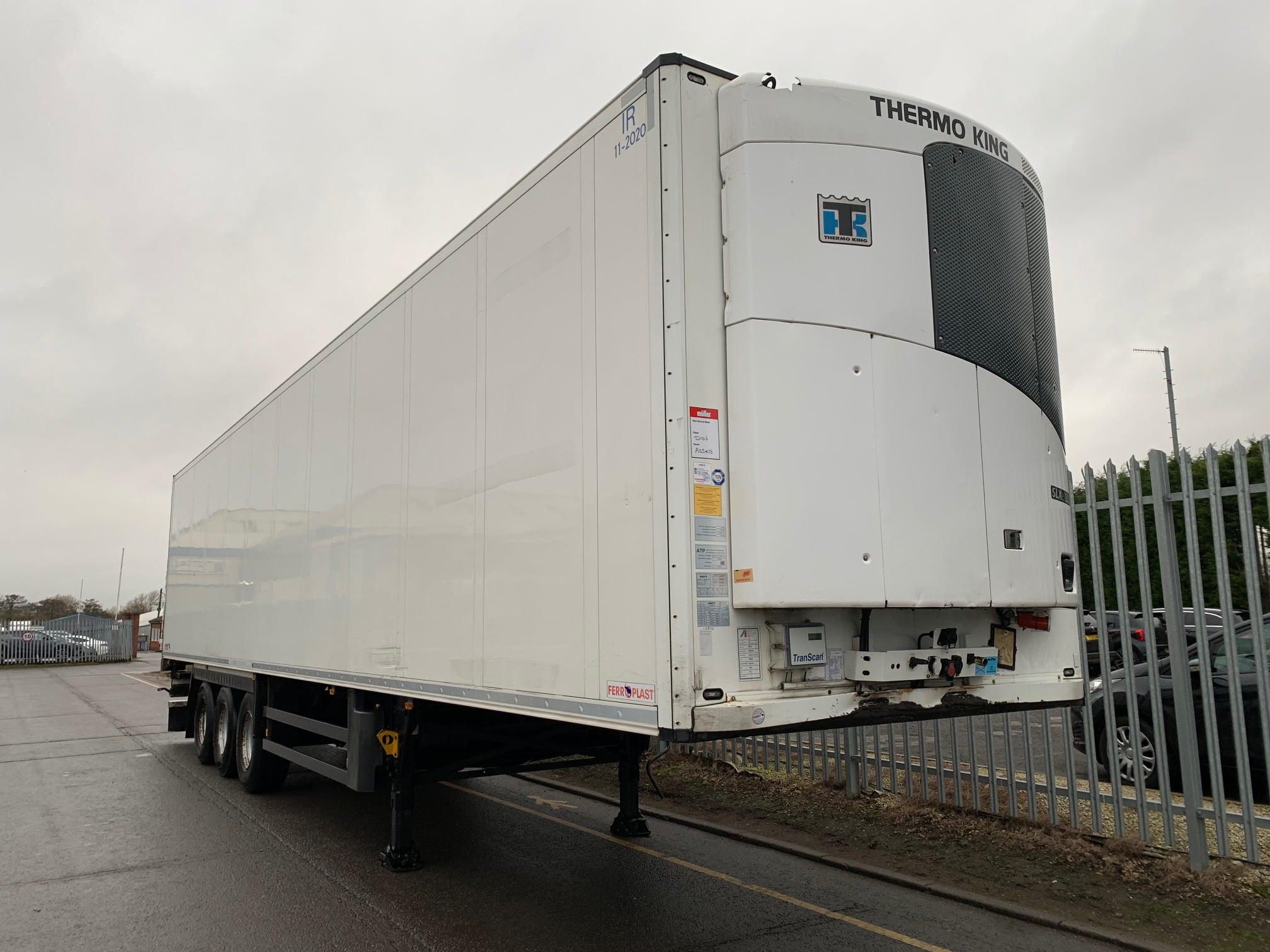 2014 Schmitz Single Temp Fridge Trailer. Thermoking SLXe 300, 2.59m Internal Height, SAF Axles, Drum Brakes, Aluminium Floor, Barn Doors, Load Lock Rails, Raise Lower Valve Facility.