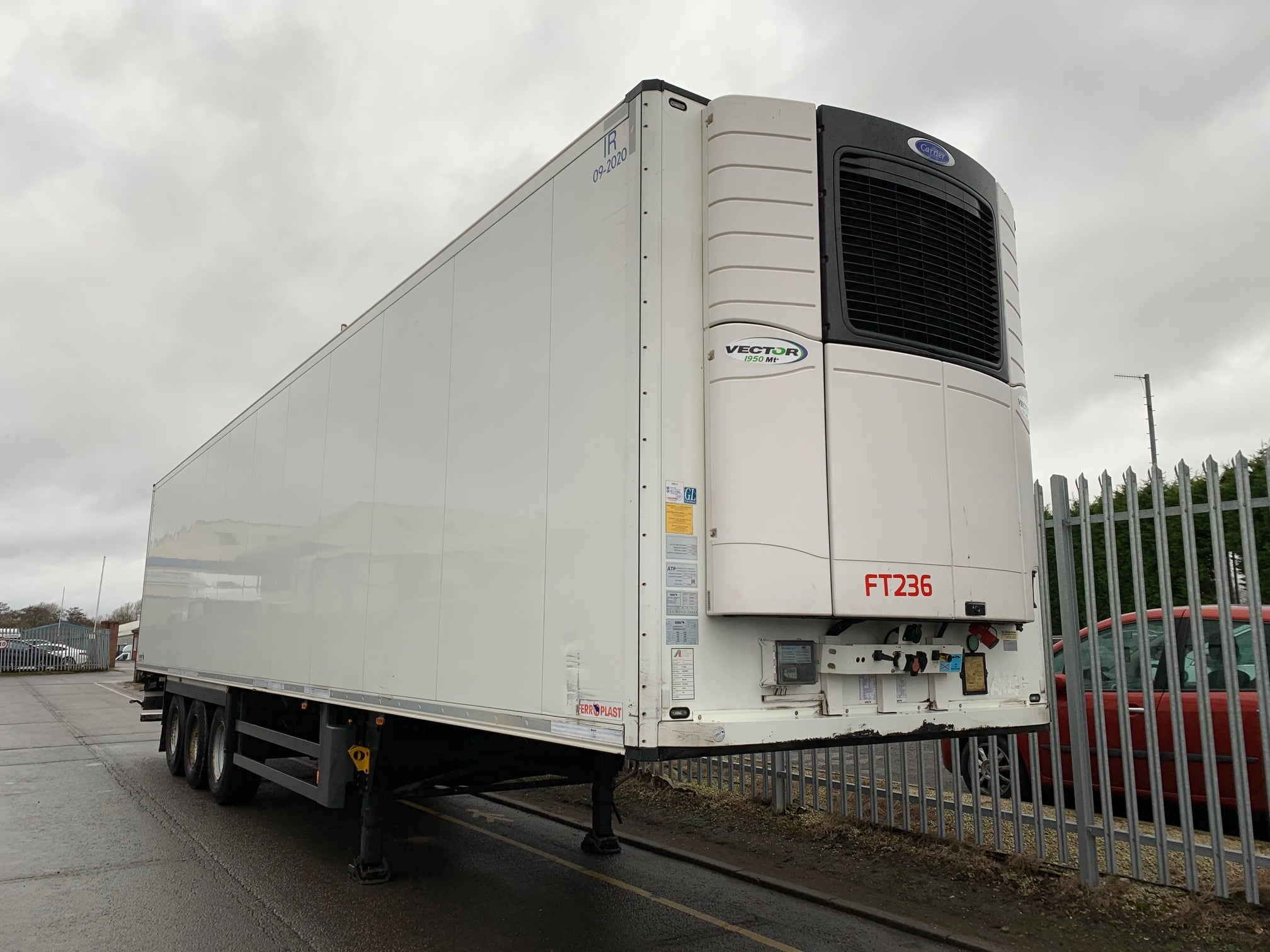 2014 Schmitz Dual Temp Fridge Trailer. Carrier Vector 1950Mt Engine, 2.59m Internal Height, SAF Axles, Drum Brakes, Aluminium Floor, Barn Doors, 2 x Load Lock Rails, Raise Lower Valve Facility.