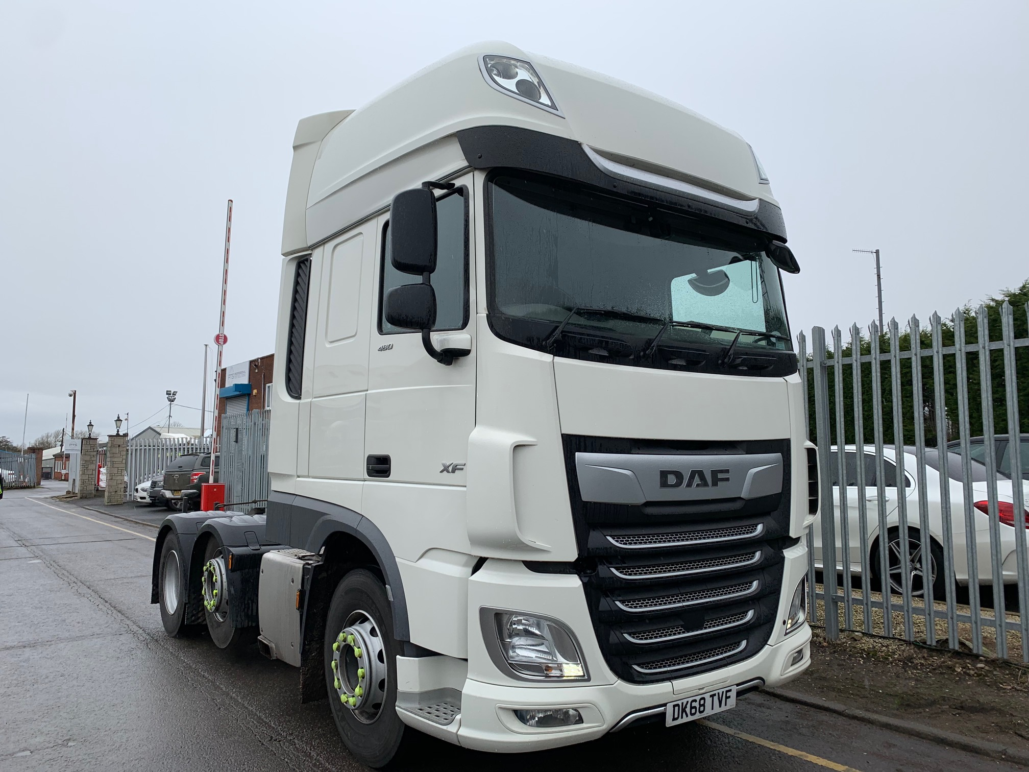 2018 (68) DAF XF. 480bhp, Euro 6, Superspace Twin Sleeper Cab, AS Tronic Automatic Gearbox, 3.95m Wheelbase, Steering Wheel Controls, Mid-Lift Axle, Fridge. Warranty Available.