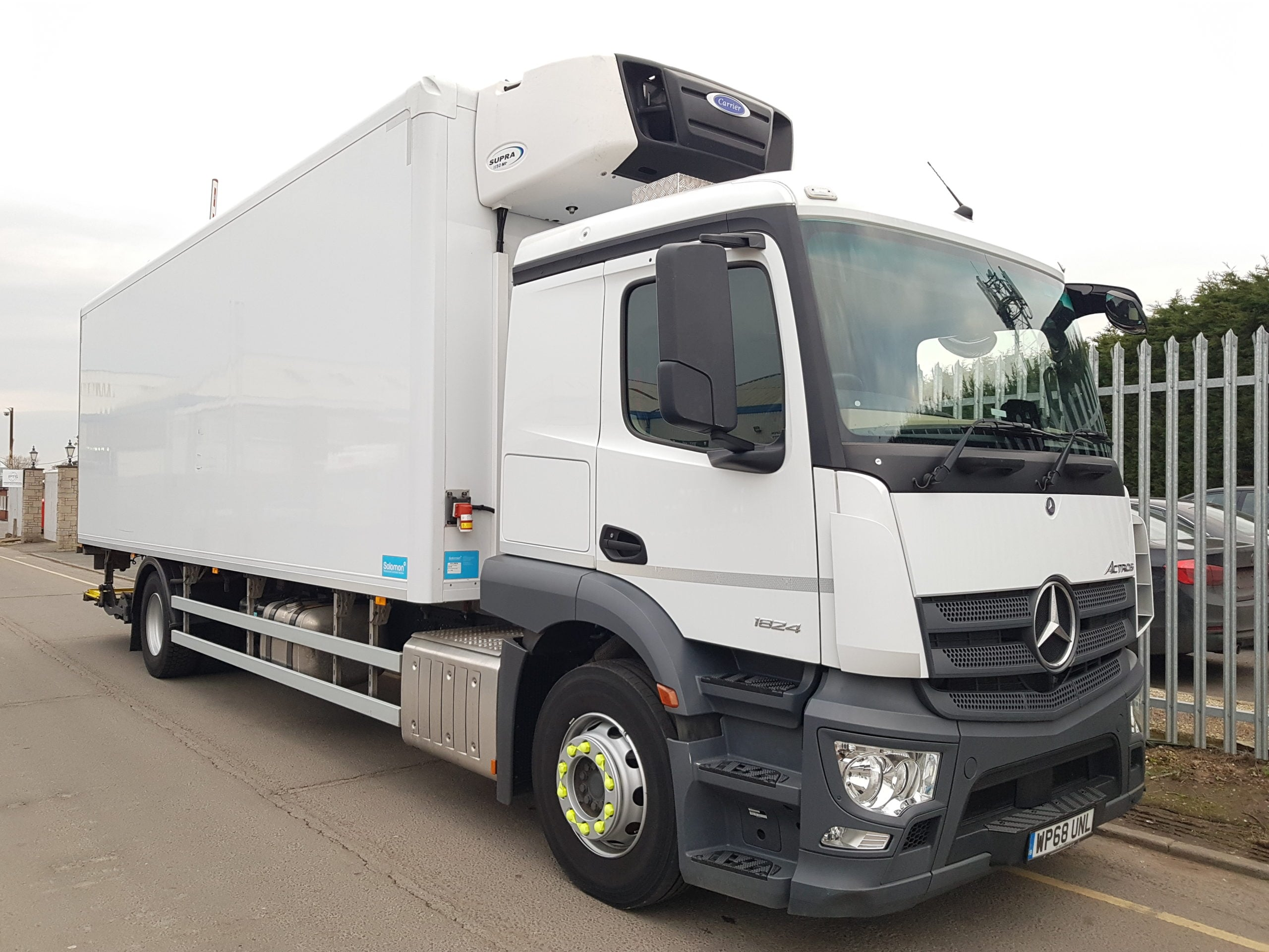 2019 (68) Mercedes Actros 1824 Fridge. 18 Tonne, Euro 6, Automatic Gearbox, 240bhp, Dhollandia Tuckunder Tailift (2000KG Capacity), 8.2m Body, Carrier Supra 1150Mt Fridge Engine, Roller Shutter Door, Aluminium Floor, Very Low Mileage at 32,434km. Warranty Available.