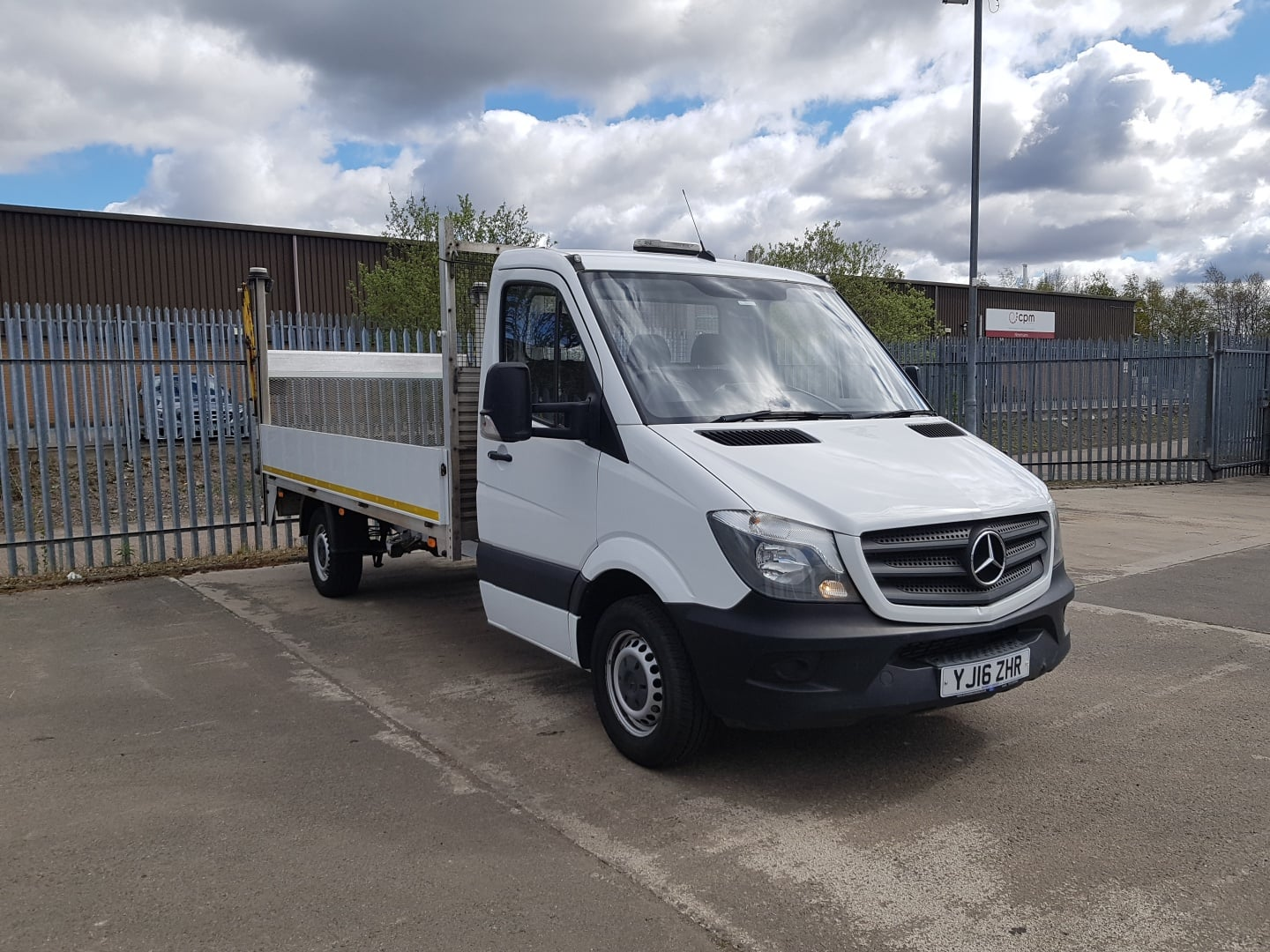 2016 Mercedes Sprinter, Manual Gearbox, Day Cab, DEL Column Tailift (500kg Capacity), Radio/USB, 97,106km, Dropside Body, Choice & Warranty Available.