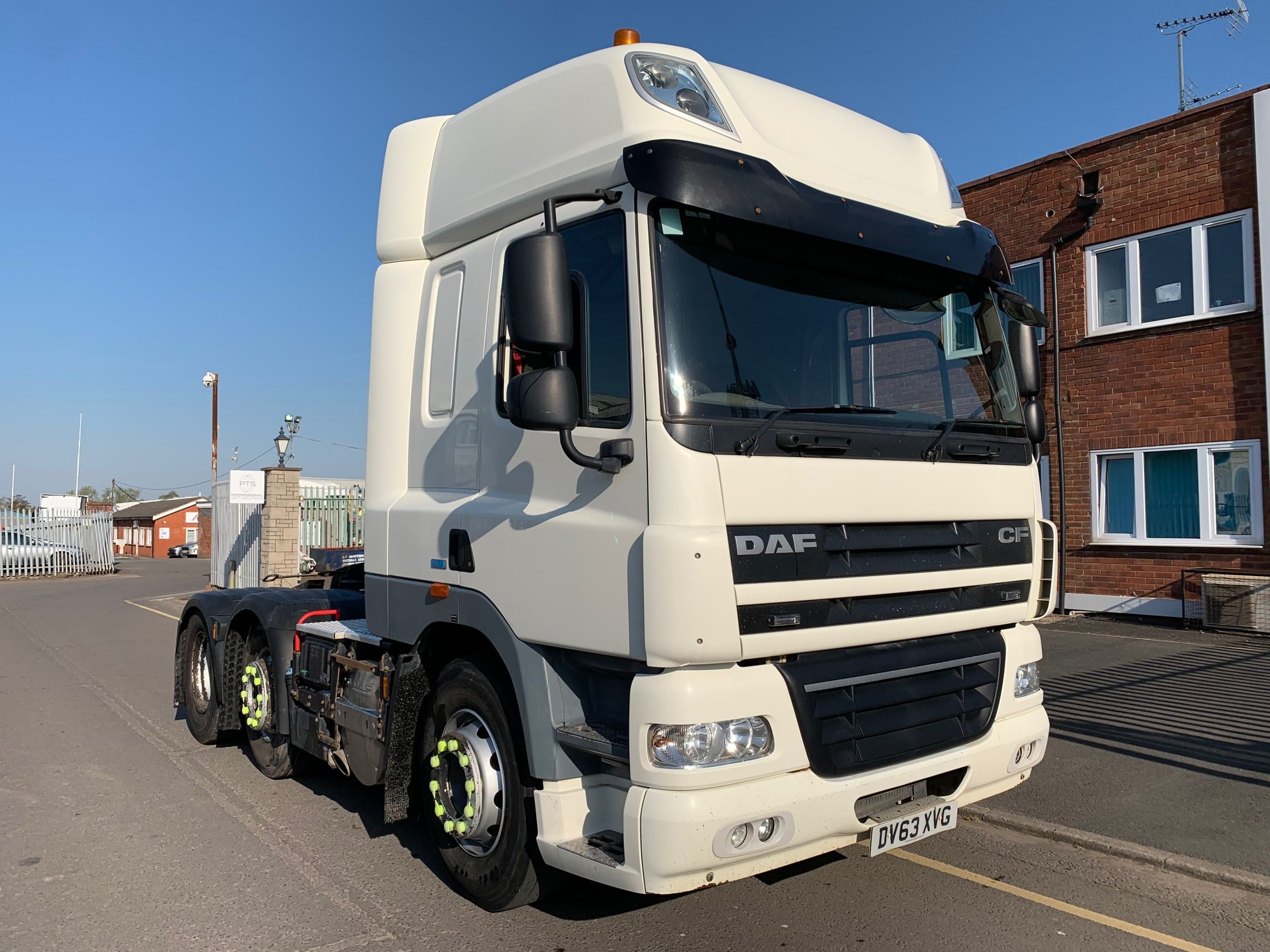 2013 (63) DAF CF. 460bhp, Euro 5, Space Twin Sleeper Cab, Automatic Gearbox, Aluminium Catwalk Infill Panel, Steering Wheel Controls, Mid- Lift Axle, PTO, Phone Kit, Air Con, Xtra Comfort Mattress, 597,000km, Warranty Available.