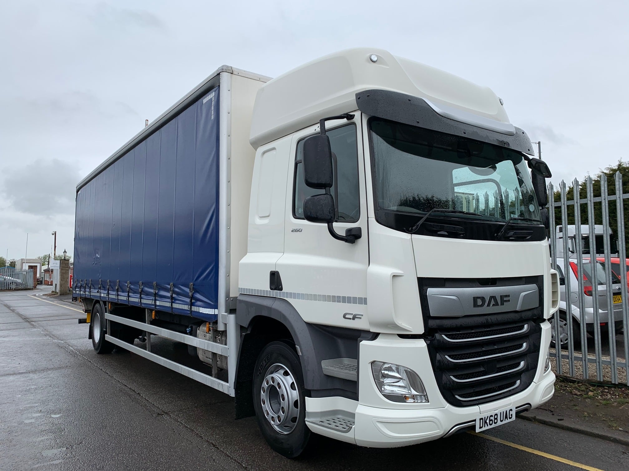 2018 DAF CF Curtainsider. 18 Tonne, 260bhp, Euro 6, Automatic Gearbox, 6.9m Wheelbase, Space Single Sleeper Cab, Anteo Tuckunder Tailift (1500kg Capacity), Barn Doors, Internal Straps, Cruise Control, Air Con, LOW MILEAGE 37,241km, Warranty Available.