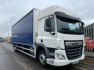 2018 DAF CF Curtainsider. 18 Tonne, 260bhp, Euro 6, Automatic Gearbox, 6.9m Wheelbase, Space Single Sleeper Cab, Anteo Tuckunder Tailift (1500kg Capacity), Barn Doors, Internal Straps, Cruise Control, Air Con, LOW MILEAGE 39,438km, Choice & Warranty Available.