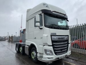 2018 (68) DAF XF. 530bhp, Euro 6, Superspace Twin Sleeper Cab, 3.95m Wheelbase, Aluminium Catwalk Infill Panels, Fridge, Steering Wheel Controls, Mid-Lift Axle, Air Con, Xtra Comfort Mattress, Radio/USB, LA Light Bars, Electrically Heated & Adjustable Mirrors, 123,745km, Choice & Warranty Available.
