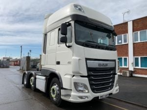 2017 (67) DAF XF, 460bhp, Euro 6, 12 Speed AS Tronic Automatic Gearbox, 3.95m Wheelbase, Aluminium Catwalk Infill Panels, Steering Wheel Controls, Mid-Lift Axle, Air Con, Xtra Comfort Mattress, Radio/USB, Electrically Heated & Adjustable Mirrors, 490 Litre Fuel Tank/90 Litre ADBlue Tank, MX Engine Brake, Choice & Warranty Available.