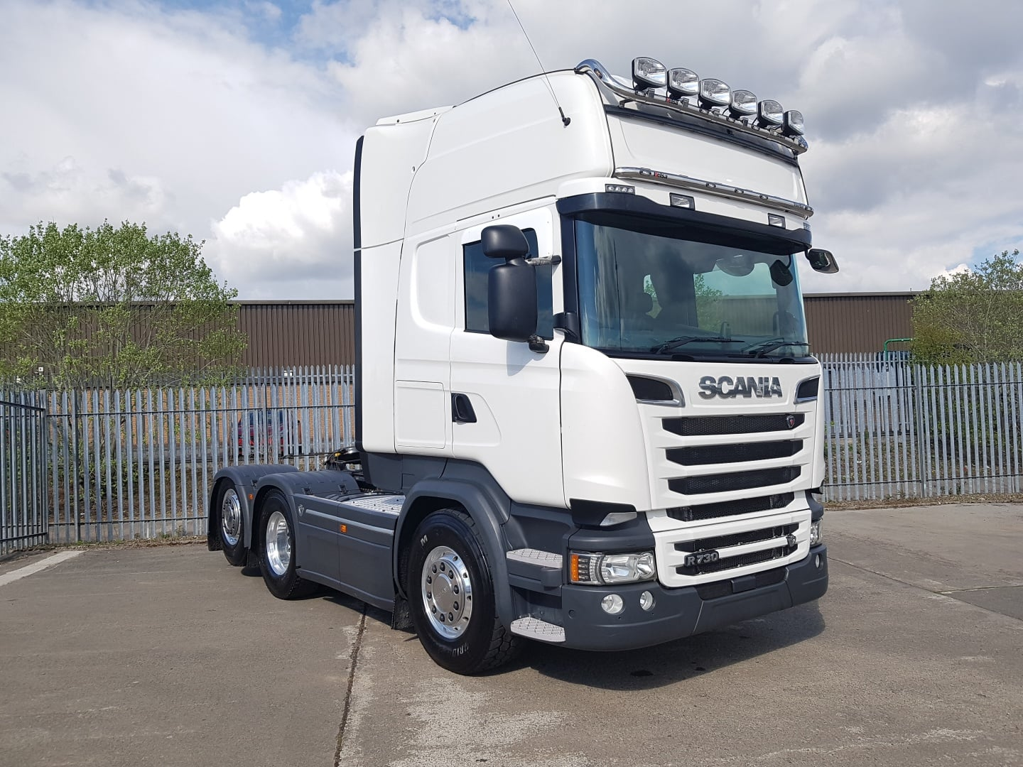 2016 Scania Topline. Euro 6, 730bhp, Rear Lift Axle, 2 Pedal Opticruise Gearbox, Twin Fuel Tanks (810 Litre Capacity), Twin Cab Lockers, Sleeper Cab, Light Bars, Durabright Alloys, Xenon Headlights, Retarder, Fridge/Freezer, Microwave, Griffin Package, Leather Seats, MOT - 04/21, Warranty Available.
