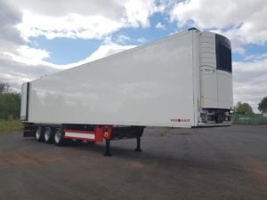 2015 Schmitz Single Temp Fridge. Carrier Vector 1550 Engine, 4.08m External Height, 2.59m Internal Height, SAF Axles, Drum Brakes, Aluminium Floor, Barn Doors, Load Lock Rails, Raise Lower Valve Facility, Fully Refurbished Paintwork.
