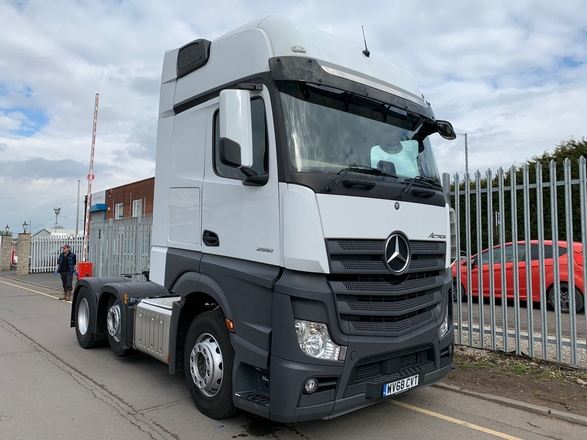 2018 (68) Mercedes Actros 2551, Euro 6, 510bhp, Gigaspace Sleeper Cab, 4m Wheelbase, Automatic Gearbox, Air Con, Cruise Control, Steering Wheel Controls, Radio/USB, Fridge, Choice & Warranty Available.