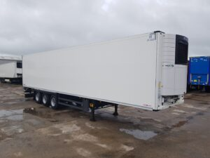 2017 Schmitz Single Temp Fridge Trailer. Carrier Vector 1550 Engine, 2.59m Internal Height, SAF Axles, Drum Brakes, Aluminium Floor, Barn Doors, 2 x Load Lock Rails, Raise Lower Valve Facility.