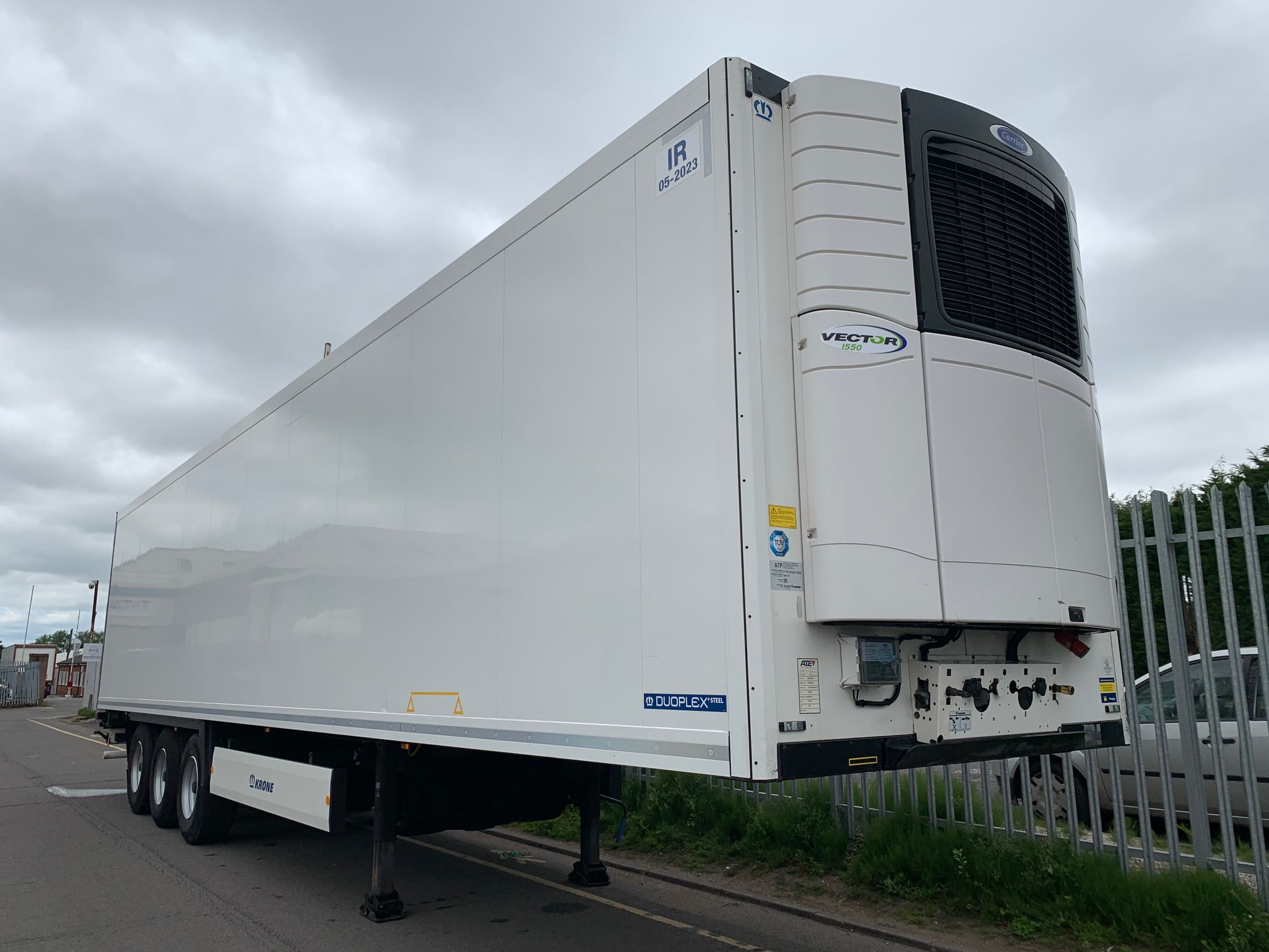 2017 Krone Single Temp Fridge Trailer. Carrier Vector 1550 Engine, 2.6m Internal Height, BPW Axles, Drum Brakes, Aluminium Floor, Barn Doors, 2 x Load Lock Rails, Wheel Chocks, Raise Lower Valve Facility.