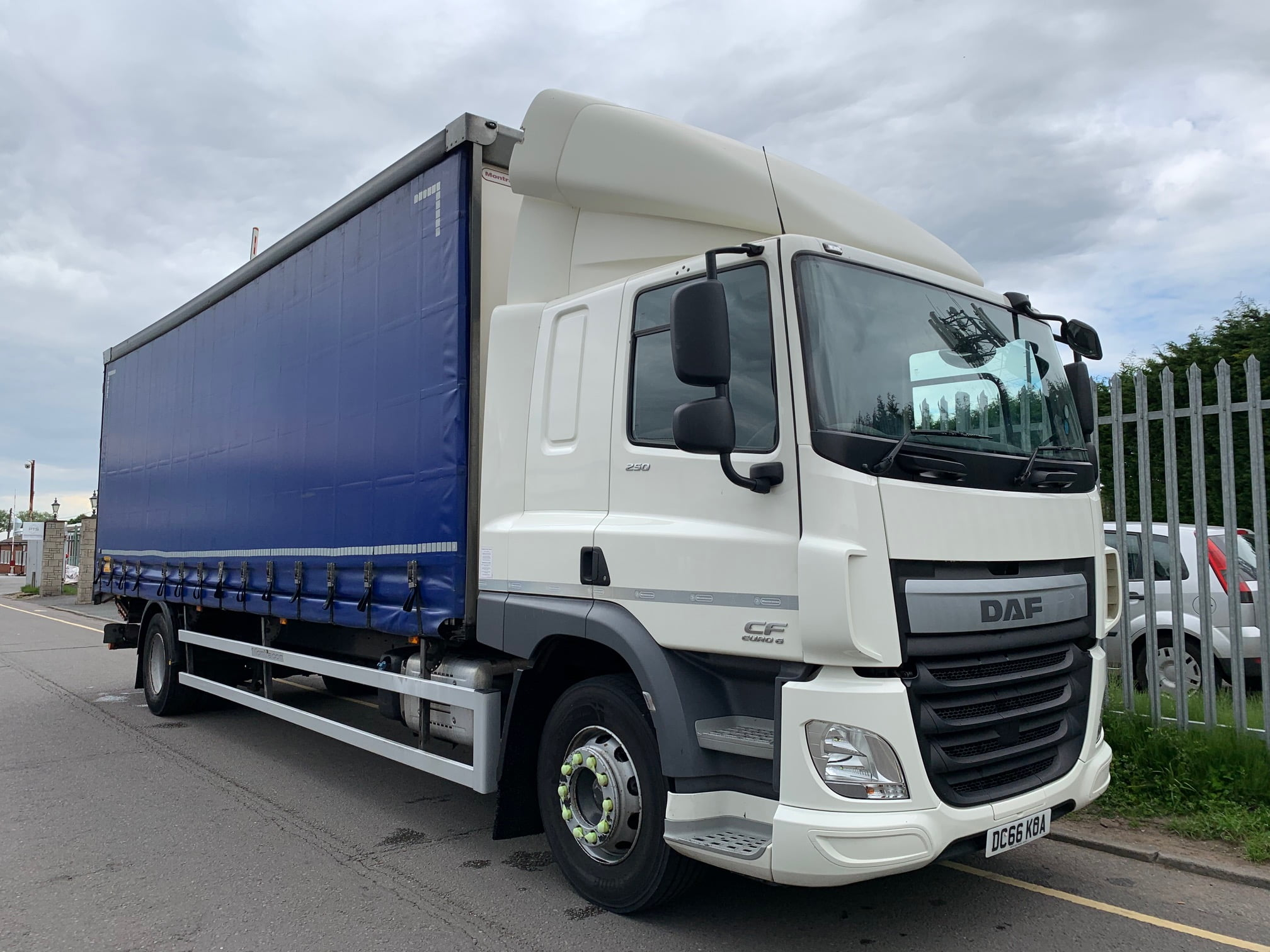 2016 (66) Daf Curtainsider, 18 Tonne, Dhollandia Tuckunder Tailift (1500KG Capacity), 27 Foot ENXL Rated Body, Internal Lights & Straps, Euro 6, 250bhp, AS Tronic Automatic Gearbox, Tailift Barriers, Xtra Comfort Mattress, Choice & Warranty Available.