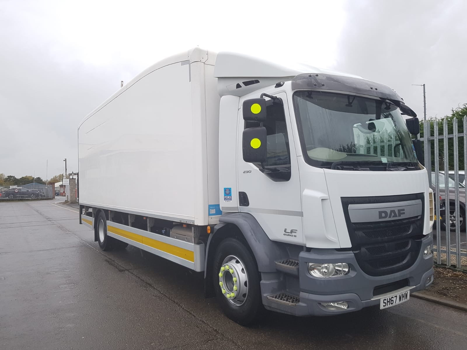 2017 (67) DAF LF 290 Fridge Rigid. 18 Tonne, Dhollandia Column Tailift (1500kg Capacity), Thermoking Fridge Engine, Euro 6, Automatic Gearbox, Day Cab, Solomon Body, Roller Shutter Rear Doors, Near Side Door in Body, Resin Floor, 2 x Loadlock Rails, Reverse Camera, Low Mileage, Choice & Warranty Available.
