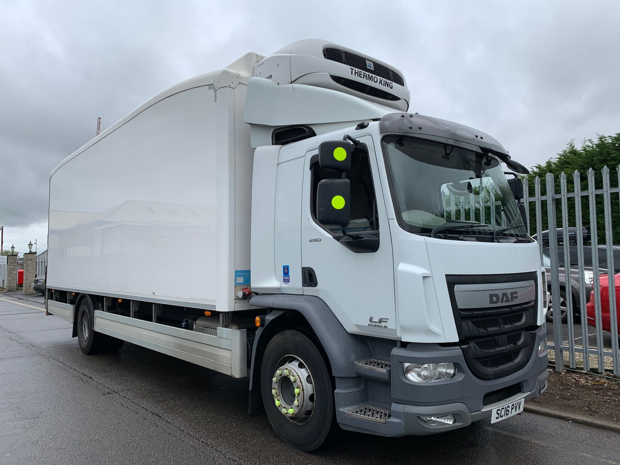 2016 DAF LF Fridge Tailift, 18 Tonne, Euro 6, 280bhp, Dhollandia Column Tailift (1500kg Capacity), Thermoking Fridge Engine, Automatic Gearbox, Rest Cab, Roller Shutter Rear Doors, Near Side Door in Body, Resin Floor, 2 x Loadlock Rails, Reverse Camera, Low Mileage, Choice & Warranty Available.
