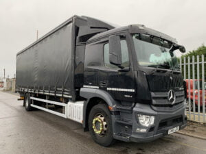 2015 (65) Mercedes Actros 1824 Curtainsider, 18 Tonne, 240bhp, Euro 6, Automatic Gearbox, 6.7m Wheelbase, Single Sleeper Cab, Anteo Tuckaway Tailift (1500kg Capacity), 27ft Body, Barn Doors, Steering Wheel Controls, Choice & Warranty Available.