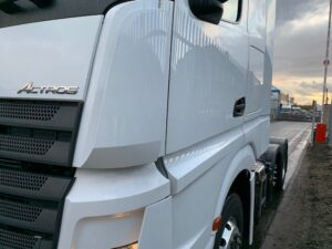 2018 (68) Mercedes Actros, Euro 6, 510bhp, Gigaspace Single Sleeper Cab, 4m Wheelbase, Automatic Gearbox, Air Con, Cruise Control, Steering Wheel Controls, Fridge, Microwave, Low Mileage, Choice & Warranty Available.