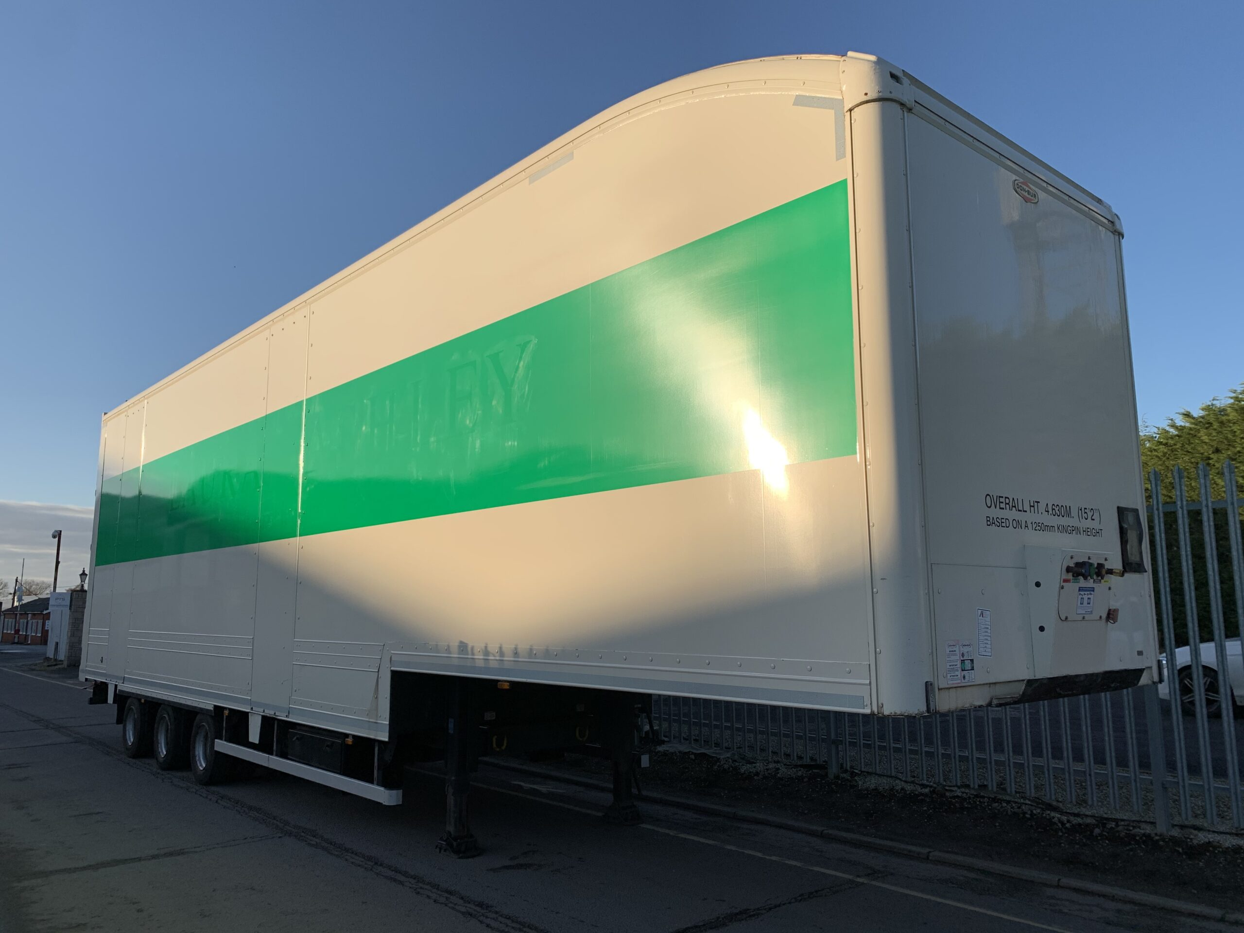 2016 Donbur Stepframe Boxvan, 4.63m External Height, BPW Axles, Drum Brakes, 17.5 Inch Wheels, Aluminium Floor, Barn Doors, Hydraulic Internal Deck.