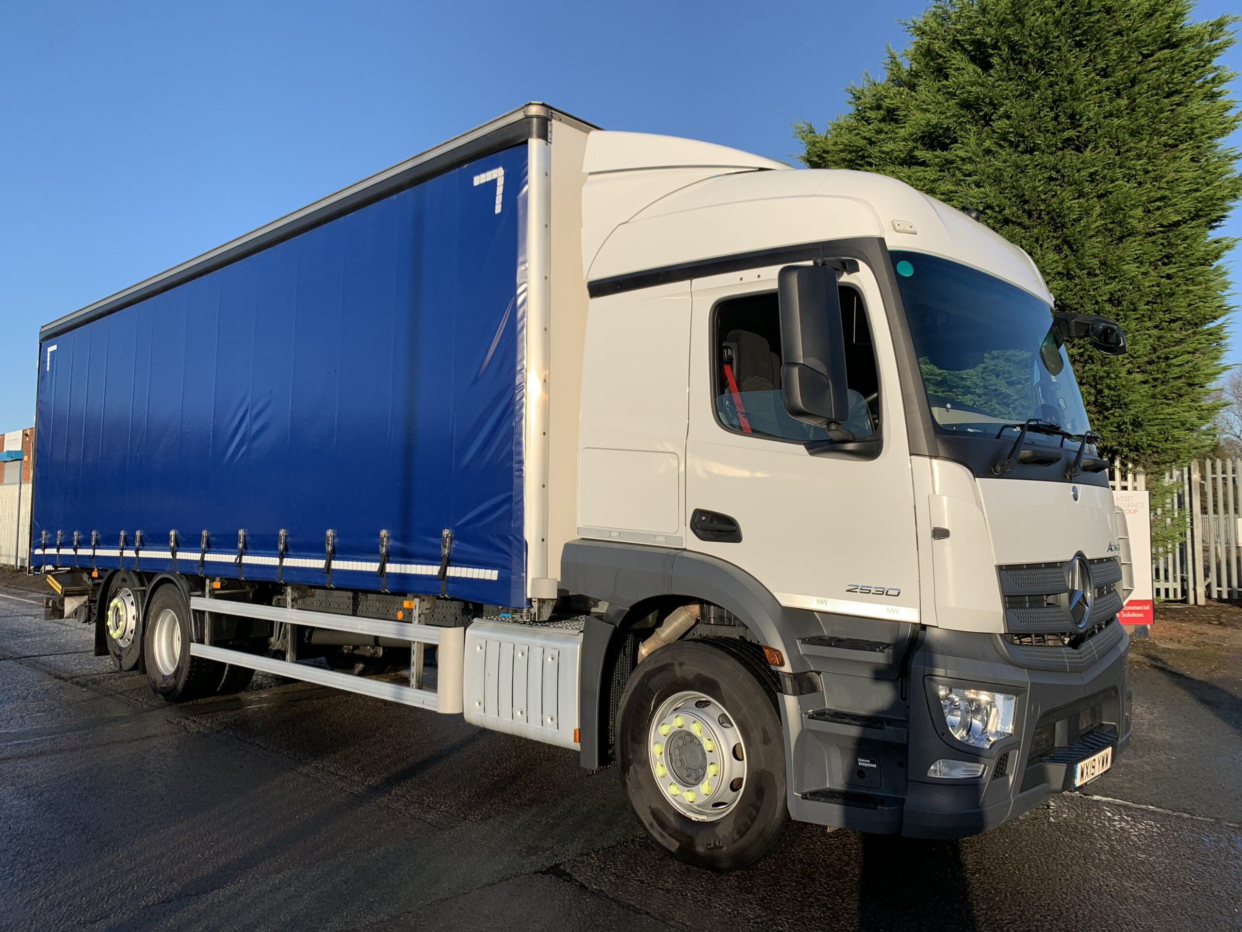2019 Mercedes Actros 2530 Curtainsider, 26 Tonne, 300bhp, Euro 6, Automatic Gearbox, Single Sleeper Cab, Palfinger Tuckaway Tailift (1500KG Capacity), Barn Doors, Steering Wheel Controls, Sun Roof, Low Mileage, Warranty also Available.