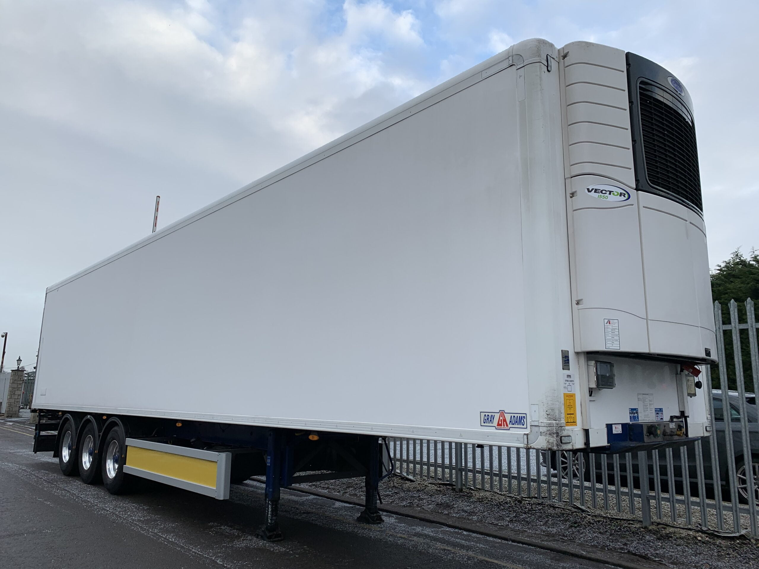 2018 Gray & Adams Single Temp Fridge Trailer, Carrier Vector 1550 Fridge Engine, 4.25m External Height, 2.59m Internal Height, BPW Axles, Drum Brakes, Chequer Plate Floor, Barn Doors, Raise Lower Valve Facility, Alloy Wheels.