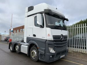 2016 (66) Mercedes Actros 2545, Euro 6, 450bhp, Gigaspace Single Sleeper Cab, Automatic Gearbox, Air Con, Steering Wheel Controls, Radio/USB/Bluetooth, Aluminium Catwalk Infill Panel, Low Mileage, Choice & Warranty Available.