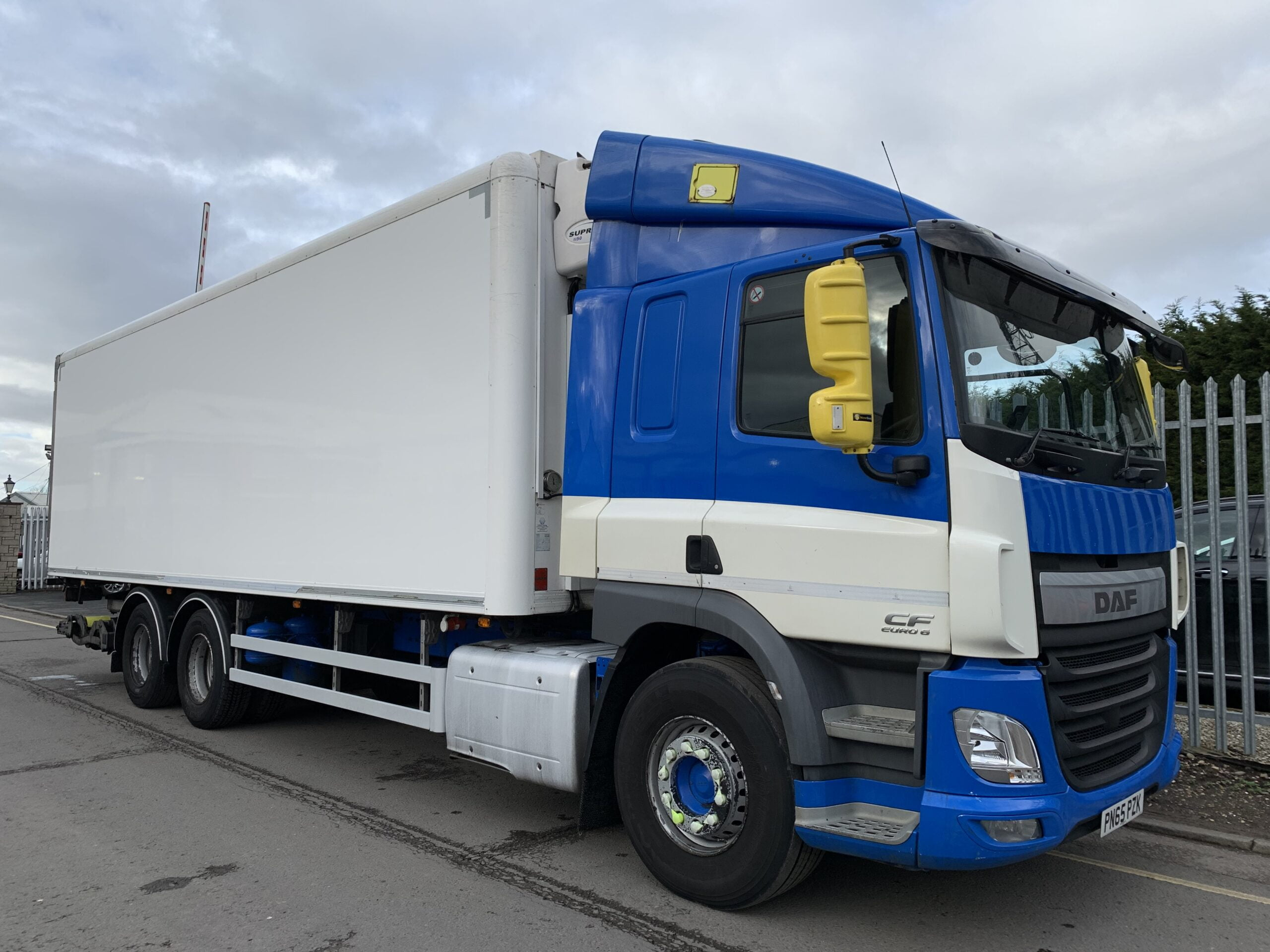 2015 (65) DAF CF Fridge Tailift, 26 Tonne, 330bhp, Euro 6, Dhollandia Tuckunder Tailift (1500kg Capacity), Carrier 1150 Supra Fridge Engine, Automatic Gearbox, Gray & Adams Fridge Body, Single Sleeper Cab, Steering Wheel Controls, Barn Doors, 2 x Load Lock Rails, Low Mileage, Choice & Warranty Available.