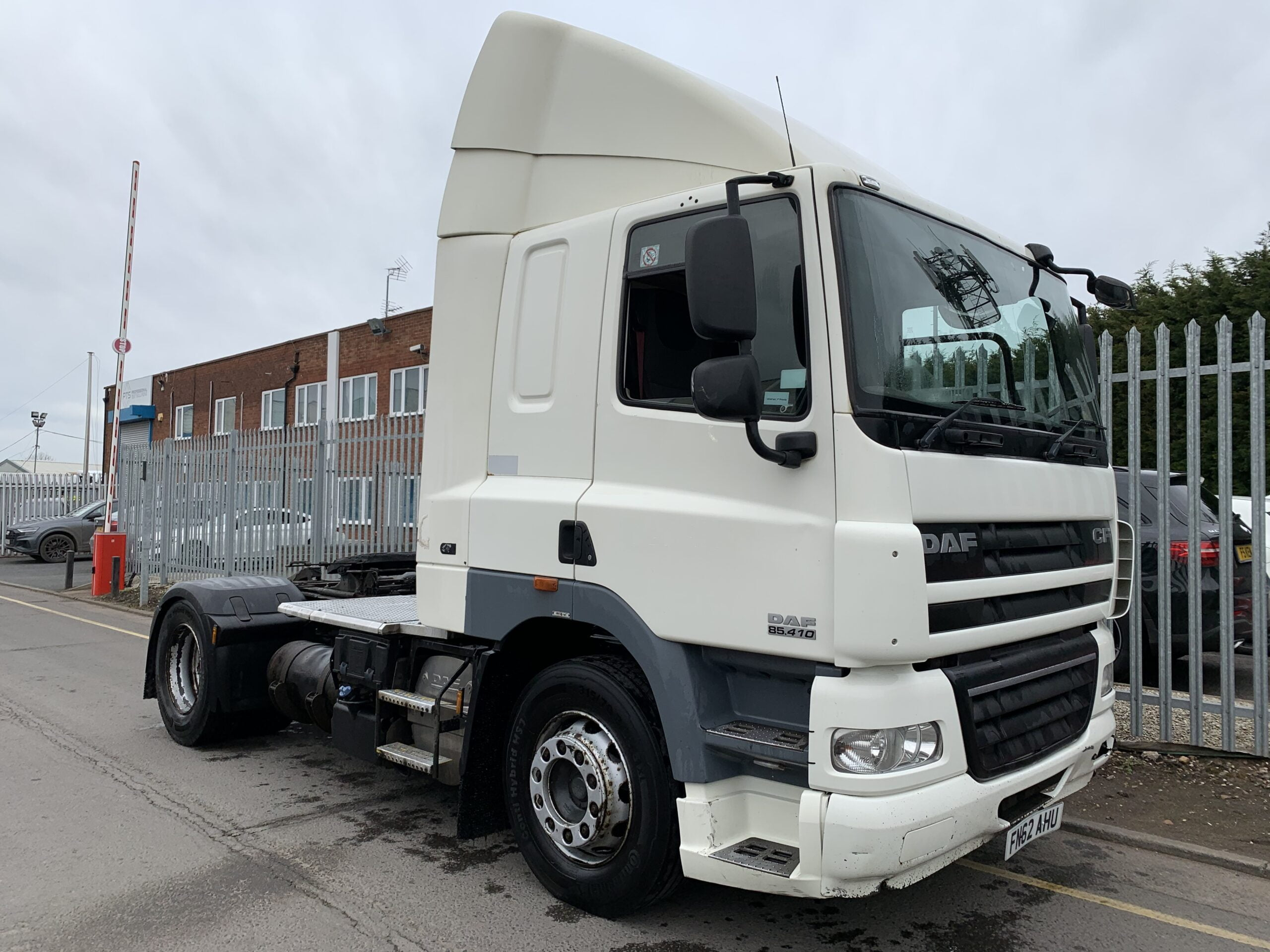 2012 (62) DAF CF, Euro 5, 410bhp, Space Single Sleeper Cab, Automatic Gearbox, 3.8m Wheelbase, Aluminium Catwalk Infill Panels, Steering Wheel Controls, Xtra Comfort Mattress, Rear Window in Cab, Choice Available.