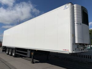 2018 Schmitz Dual Temp Fridge Trailer, Carrier Vector 1950Mt Fridge Engine, 4.08m External Height, 2.6m Internal Height, SAF Axles, Drum Brakes, Aluminium Floor, Barn Doors, 2 x Load Lock Rails, Raise Lower Valve Facility.
