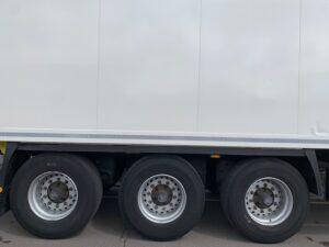 2017 Krone Dual Temp Fridge Trailer, Carrier Vector 1950Mt Fridge Engine, 2.59m Internal Height, BPW Axles, Drum Brakes, Aluminium Floor, Barn Doors, Load Lock Rails, Raise Lower Valve Facility.